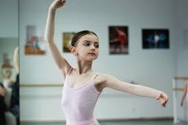 娘にバレエを習わせるための計画的作戦を開始しました。